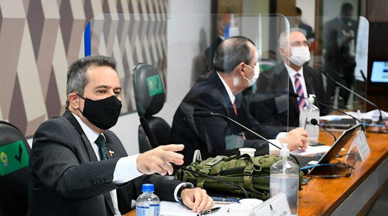 CPI: senadores cobram Elcio Franco sobre demora na compra de vacinas
